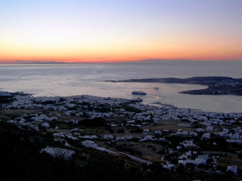 Πανοραμική εικόνα της Παροικιάς, πρωτεύουσας της Πάρου