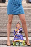 Ο μικρότερος άντρας του κόσμου και η γυναίκα με τα ψηλότερα πόδια