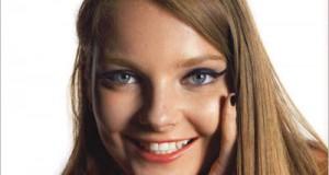 20χρονο μοντέλο φωτογραφίζεται σαν 10, 20, 30, 40, 50 και 60 ετών