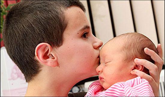 13χρονος πατέρας με τη νεογέννητη κόρη του