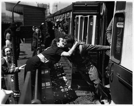 Φιλί σε σταθμό τρένου