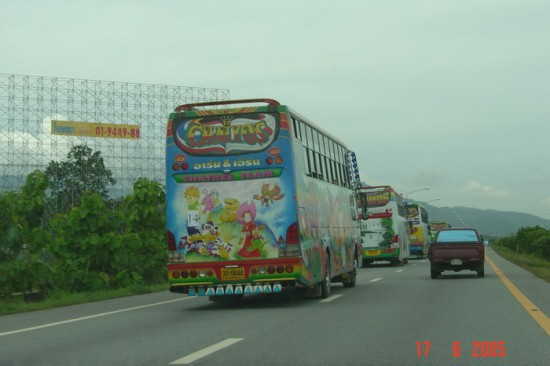 Δημιουργικές ζωγραφιές σε λεωφορεία