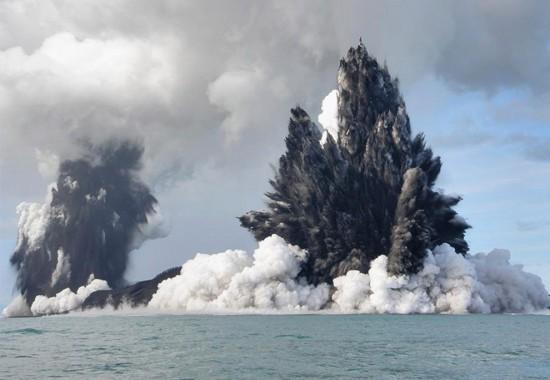 Έκρηξη υποθαλάσσιου ηφαιστείου