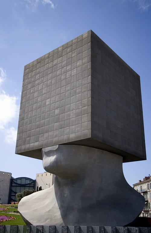 Παράξενα γλυπτά & αγάλματα