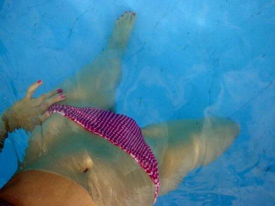Κορίτσι σε πισίνα