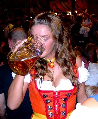 Oktoberfest 09 Babes