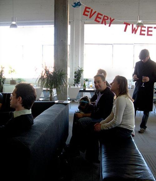 Τα γραφεία του Facebook ενάντια στου Twitter