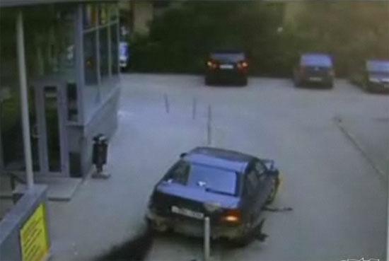 Woman Destroys Own Car Parking