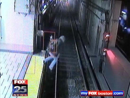 Μεθυσμένη έπεσε στις γραμμές του τρένου