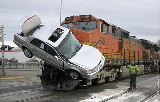 Παράξενα ατυχήματα αυτοκινήτων