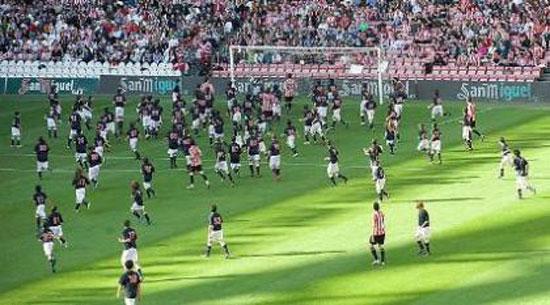Απίστευτος ποδοσφαιρικός αγώνας: 11 vs 200