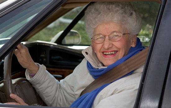 Ηλικιωμένη οδηγός