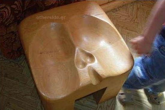 Η καρέκλα του βαρβάτου άντρα