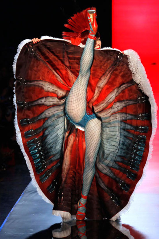 Φωτογραφία της ημέρας: Η χορεύτρια με τα 100 πόδια
