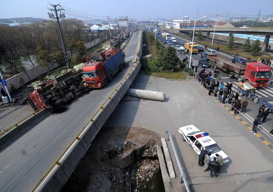 κατέρρευσε η γέφυρα (1)