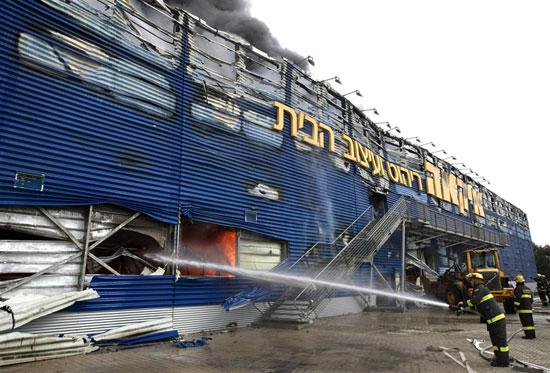 Φωτογραφία της ημέρας: ΙΚΕΑ στις φλόγες