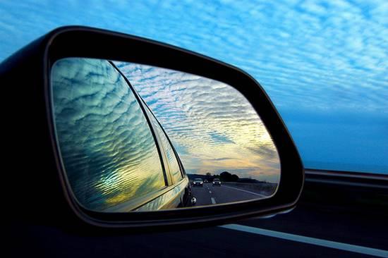 βλέποντας από τον καθρέφτη (14)