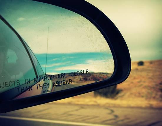 βλέποντας από τον καθρέφτη (9)