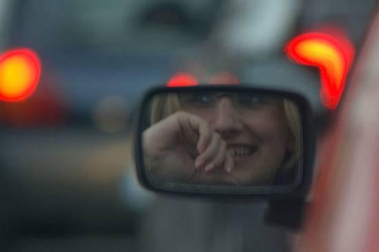 βλέποντας από τον καθρέφτη (6)