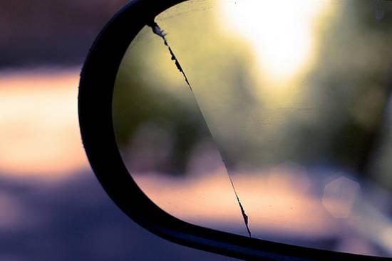 βλέποντας από τον καθρέφτη (5)