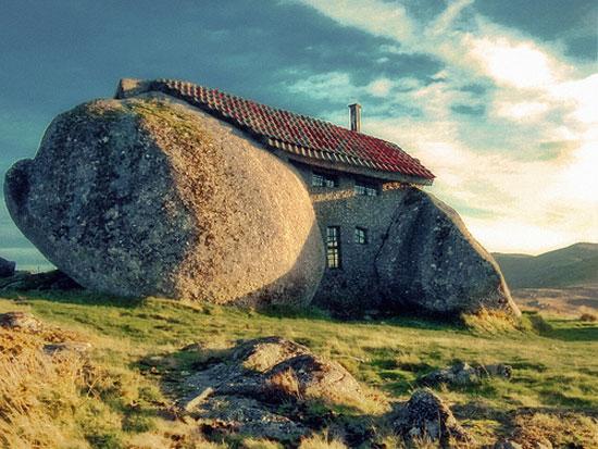 Σπίτι κτισμένο μέσα σε βράχο