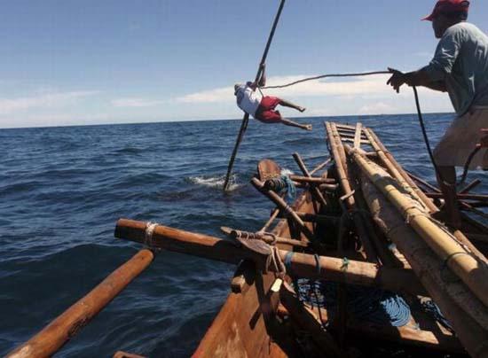 Κυνήγι φαλαινών στην Ινδονησία (12)