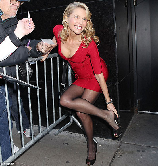 http://www.otherside.gr/wp-content/uploads/2011/04/Christie-Brinkley-04.jpg