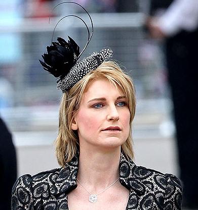 Τα πιο παράξενα καπέλα στον βασιλικό γάμο (2)
