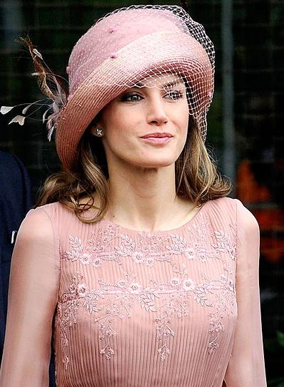 Τα πιο παράξενα καπέλα στον βασιλικό γάμο (3)