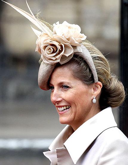 Τα πιο παράξενα καπέλα στον βασιλικό γάμο (6)