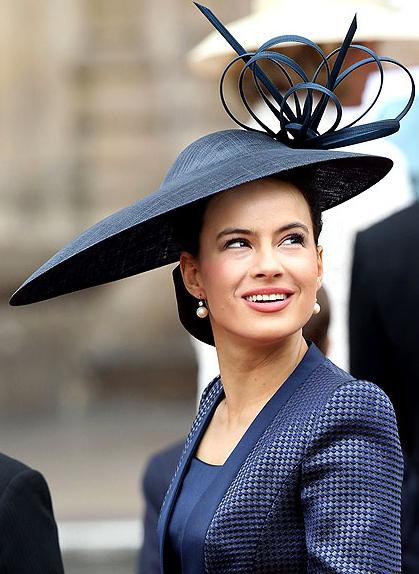 Τα πιο παράξενα καπέλα στον βασιλικό γάμο (12)