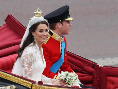 Τα πιο παράξενα καπέλα στον βασιλικό γάμο (13)