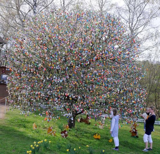 Δέντρο με Πασχαλινά Αυγά (2)