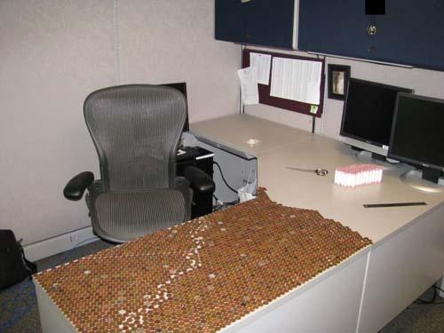 Κάποιος έχει πολύ ελεύθερο χρόνο στο γραφείο... (Photos) (6)