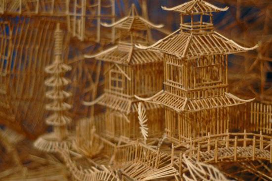 Έργο τέχνης από 100.000 οδοντογλυφίδες σε 35 χρόνια (1)