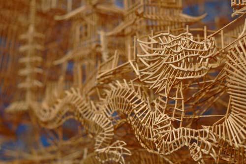 Έργο τέχνης από 100.000 οδοντογλυφίδες σε 35 χρόνια (3)