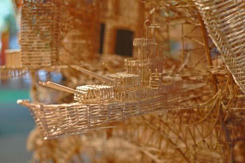 Έργο τέχνης από 100.000 οδοντογλυφίδες σε 35 χρόνια (8)
