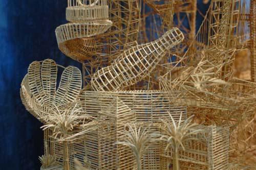 Έργο τέχνης από 100.000 οδοντογλυφίδες σε 35 χρόνια (13)