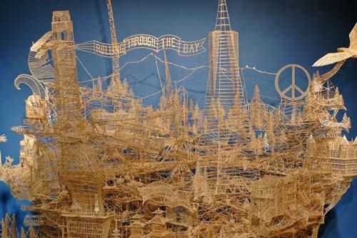 Έργο τέχνης από 100.000 οδοντογλυφίδες σε 35 χρόνια (19)