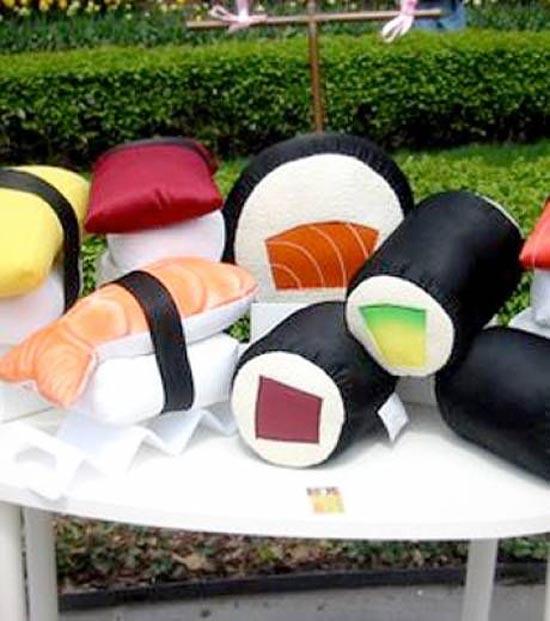 Μια συλλογή με τα πιο απίθανα μαξιλάρια! (2)