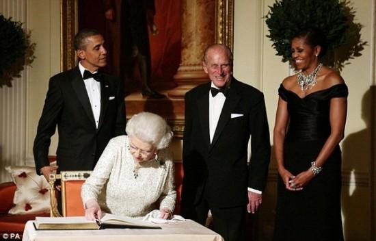 Φωτογραφία της ημέρας: Η Michelle Obama και το φυτό