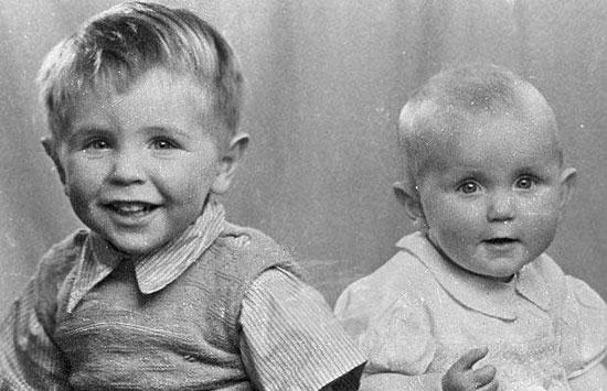 Ποιο είναι το παιδάκι στα αριστερά;