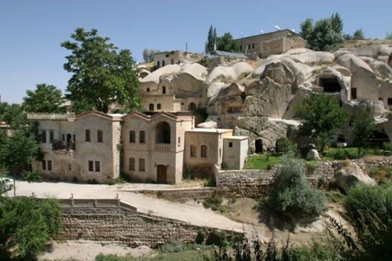 Ξενοδοχείο σε σπηλιά (1)