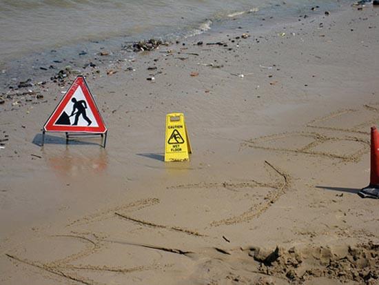Αστείες & παράξενες πινακίδες στην παραλία (9)