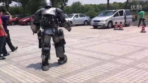 Πήγε στη δουλειά με αυτοσχέδια στολή Iron Man (10)