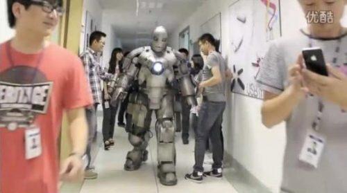 Πήγε στη δουλειά με αυτοσχέδια στολή Iron Man (13)