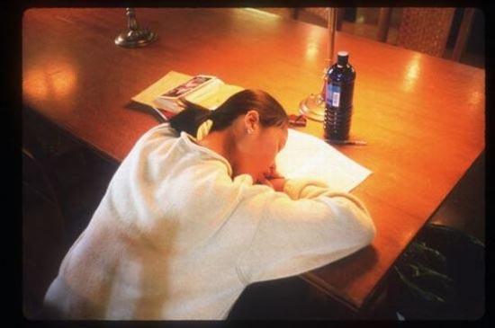 Φοιτητές που κοιμούνται στις βιβλιοθήκες (20)