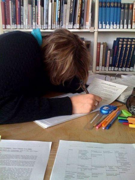 Φοιτητές που κοιμούνται στις βιβλιοθήκες (19)