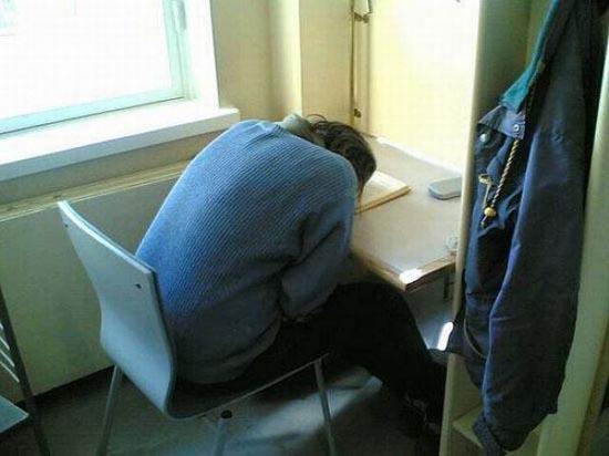Φοιτητές που κοιμούνται στις βιβλιοθήκες (12)