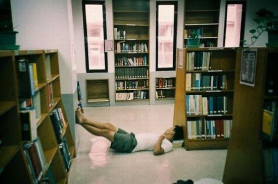 Φοιτητές που κοιμούνται στις βιβλιοθήκες (4)